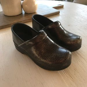 Dansko Gray Snake Skin Clogs Shoes sZ 38 Women's 8